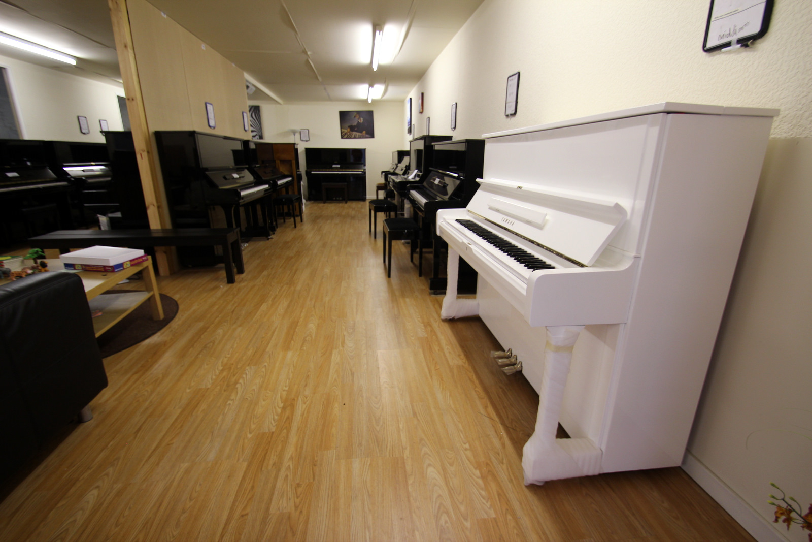 Click below to see a video showing how fabulous this piano looksYamaha Upright Piano White