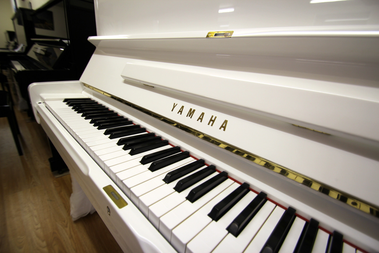 White Yamaha U1 Upright Piano | Mark Goodwin Pianos