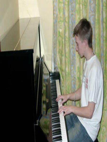 Yamaha UX piano