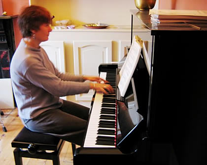 Julia Hodgson playing the piano
